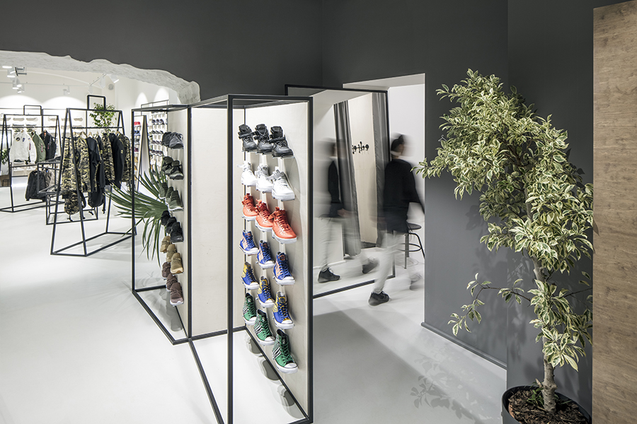 QUEENS Flagship store / Prague